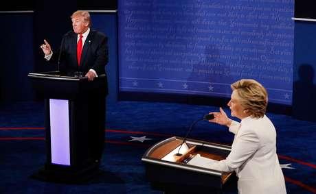 Donald Trump e Hillary Clinton participam de debate nos Estados Unidos