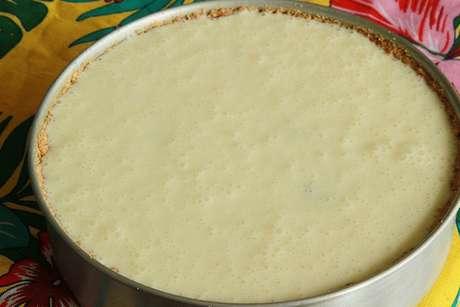 Receita de Torta de gelatina incolor. Enviada por Julia F. Degaraes e demora apenas 60 minutos.