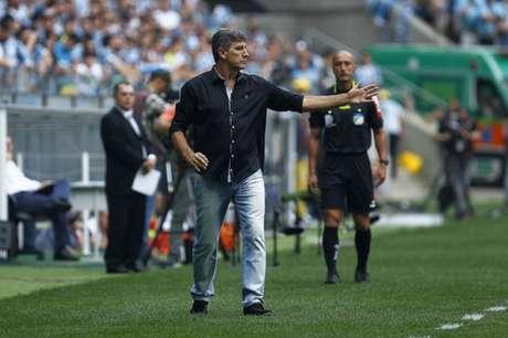 Renato orienta seus comandados durante o Gre-Nal (Foto: Lucas Uebel/Grêmio)