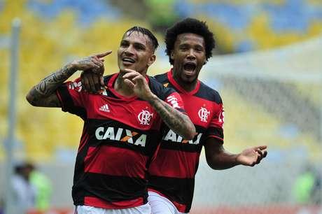 Guerrero marcou duas vezes, mas não conseguiu garantir a vitória para o Flamengo contra seu ex-clube