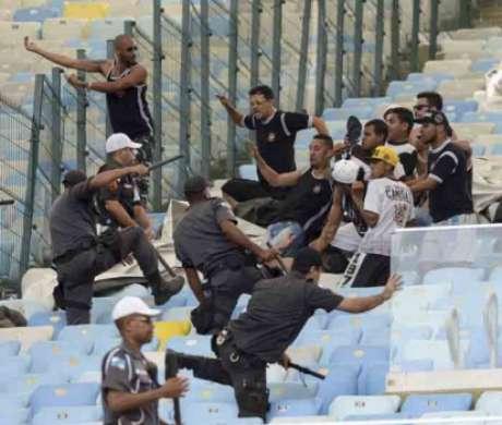 Briga entre torcedores do Timão e a PM
