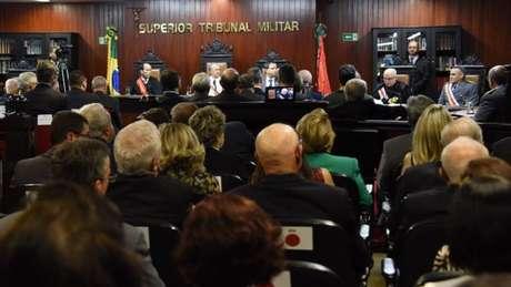 O Superior Tribunal Militar julga cerca de 1200 processo por ano, média de 87 casos para cada um dos 15 ministros