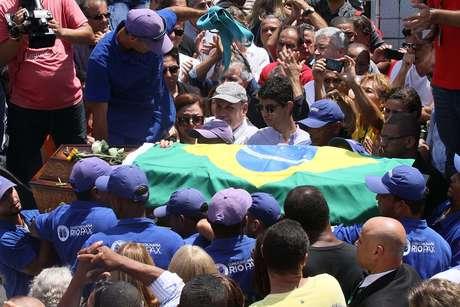 Caixão do 'Capita' foi enterrado com uma bandeira do Brasil cobrindo ele