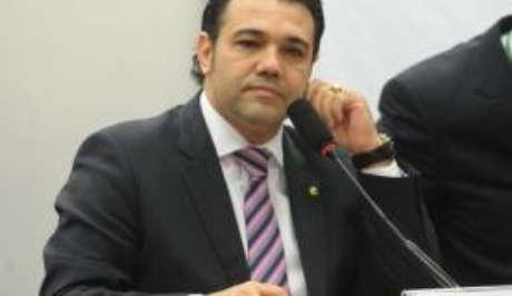 Feliciano baseia o pedido em reportagens que apontam suspeitas sobre convênios firmados pela instituição com o governo federal