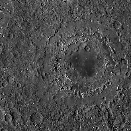 Oriental é a maior cratera da Lua. Foi formada há 3,8 mil anos e tem diâmetro de 930 quilômetros