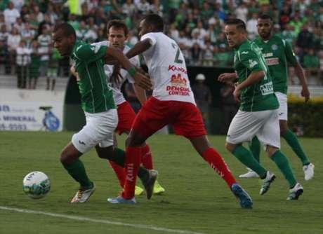 Primeiro jogo da decisão terminou empatado no Brinco de Ouro (foto: Luciano Claudino/GazetaPress)