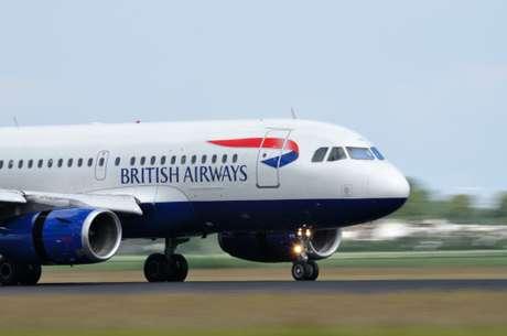 Piloto de avión fue suspendido por sacarse fotos desnudo en pleno vuelo
