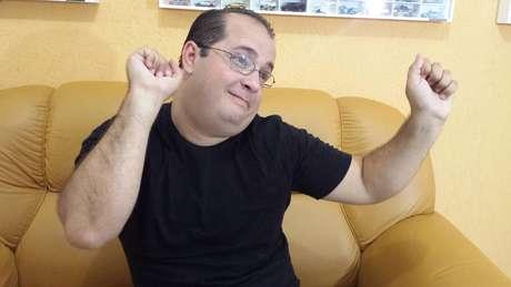 """Eder Nascimento ficou conhecido pelo bordão """"Tem graça ou não?"""", que repetia após esquetes de humor"""