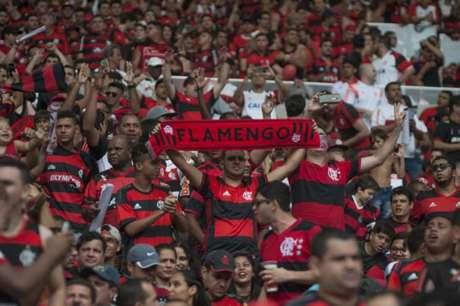 Torcida do Flamengo voltará em peso ao Maracanã (Foto: Armando Paiva/AGIF/Lancepress!)