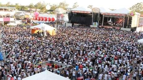 Vaquejada em Serrinha (BA); eventos movimentam economia com atividades como leilões de cavalos e shows musicais