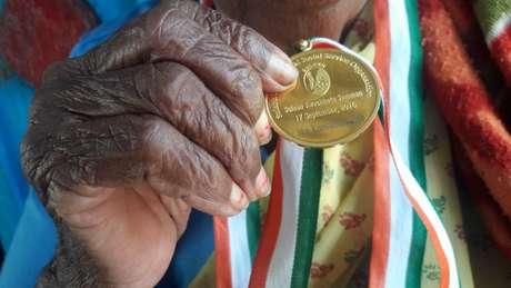 A idosa recebeu honrarias por sua constribuição