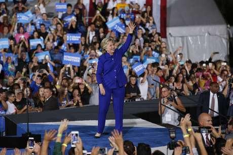 Encuestas ponen a Clinton debajo del mínimo para ganar