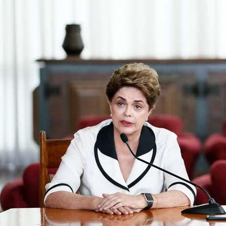 """Durante uma passeata organizada pelo principal sindicato do Uruguai, o PIT-CNT, Dilma afirmou que, nos últimos 15 anos, a América Latina viveu um processo de """"aumento dos benefícios dos trabalhadores e das populações mais pobres"""", diferente do que acontecia nos países desenvolvidos."""