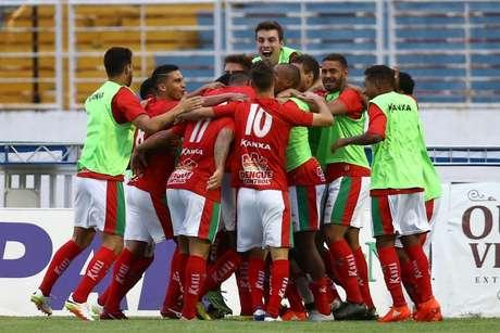 Jogadores do Boa comemora um dos gols da vitória de 3 a 0 sobre o Guarani na segunda partida da final da Série C