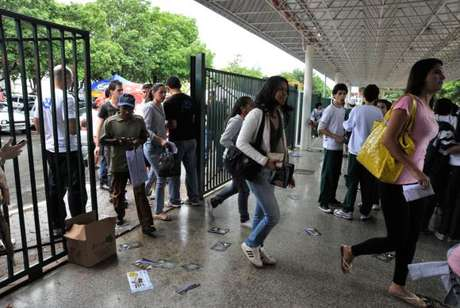 Os portões para entrada dos candidatos do Exame Nacional do Ensino Médio (Enem) fecharam às 13h