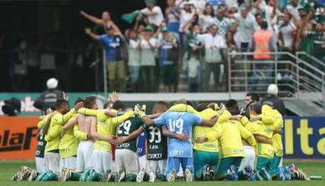 Roda de oração após a vitória neste domingo - #Foto: Cesar Greco/Palmeiras