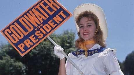 Hillary foi uma das cabo eleitorais de Goldwater, como essa menina