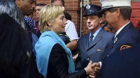 Hillary no funeral de uma das vítimas de 11 de setembro