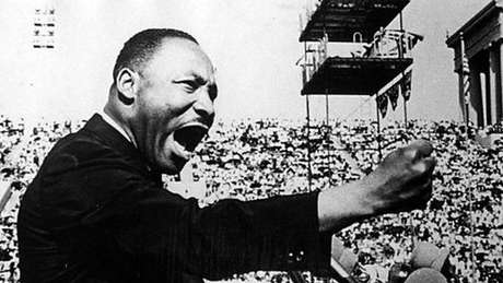 Martin Luther King em discurso que Hillary acompanhou em 1966 e que teve um impacto profundo na vida política dela