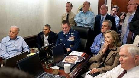 Hillary reunida com Obama e outros membros do governo acompanham a missão que matou Osama Bin Laden