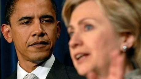 Obama e Hillary em uma conferência em 2007
