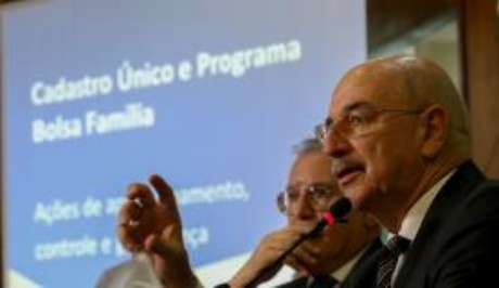 O ministro do Desenvolvimento Social e Agrário, Osmar Terra, fala sobre pente-fino nos benefícios do Bolsa Família