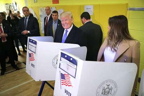 Donald Trump votou ao lado de sua mulher, Melania, em uma escola de Nova York