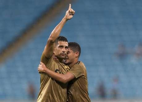 Diego Souza comemora seu gol