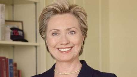 Hillary tentou manter o nome de solteira mas desistiu porque isso prejudicava a carreira política do marido