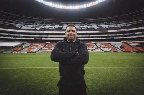 Ronaldo Fenômeno no Azteca, onde nunca jogou (Foto: Divulgação Nike)