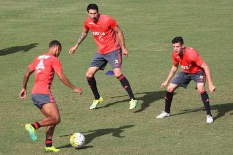 Donatti terá mais uma chance no time titular contra o América-MG (Foto: Gilvan de Souza/Flamengo)