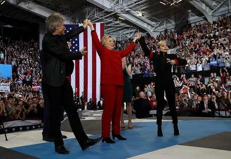 Hillary recebeu o apoio de vários artistas durante sua campanha, como Bon Jovi e Lady Gaga