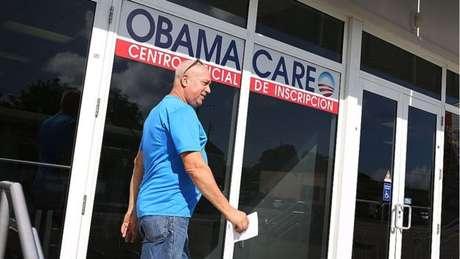 Principal política doméstica de Obama, o Obamacare, pode sofrer revisão com eleição de Trump à presidência.