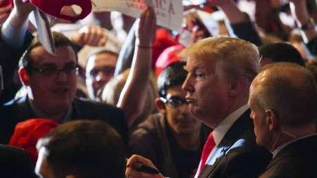 Trump ganhou fama ao apresentar umn programa de reality show.