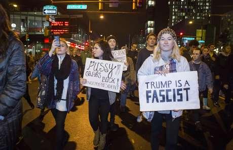 Milhares de manifestantes protestaram contra a eleição de Donald Trump na Filadelfia