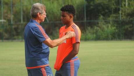 Rithely trabalhou com Oswaldo de Oliveira no Sport