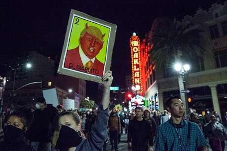 Manifestação contra a eleição de Donald Trump em Oakland, na Califórnia