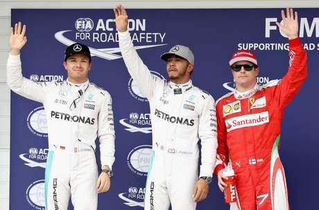 Hamilton larga na frente, seguido por Rosber e Raikkonen
