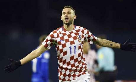 Brozovic fez os dois gols da vitória da Croácia sobre a Islândia (Foto: STR / AFP)