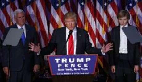 """Trump declarou que deportará """"imediatamente"""" entre 2 e 3 milhões de imigrantes clandestinos com antecedentes criminais"""