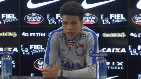 Oswaldo é 'cornetado' em desembarque do Corinthians, e Camacho é único poupado