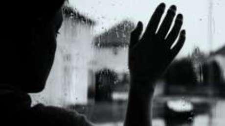 Condição que afeta apenas 32 pessoas no mundo impede que Rachel saia de casa em dias de chuva