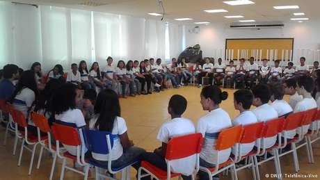 Escola André Urani, na Rocinha, não possui turmas tradicionais: estudantes participam em conjunto das atividades