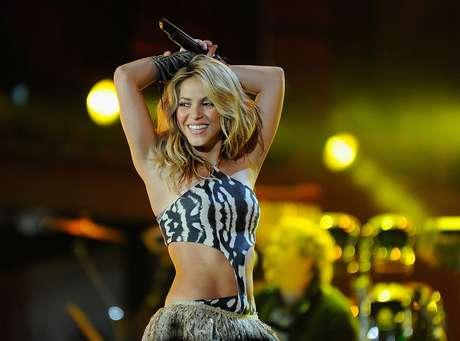 Shakira dejó el club de las rubias.