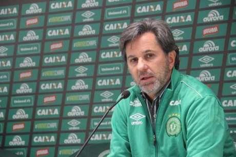 Caio Júnior ressalta profissionalismo da Chapecoense (Foto: Reprodução)