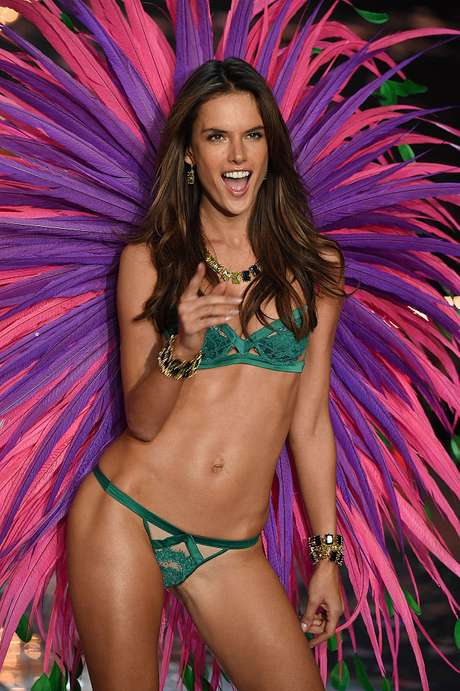 El cuerpo de Alessandra Ambrosio es un instrumento efectivo para impulsar la venta de bikinis.