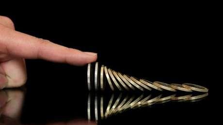 """""""As avaliações das agências de classificação de risco sugerem que os investidores que emprestaram dinheiro ao governo brasileiro correm risco de não serem pagos"""", adverte o blogueiro Max Ehrenfreund"""
