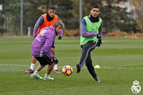 Casemiro treinou junto com os companheiros (Foto: Reprodução / Facebook)