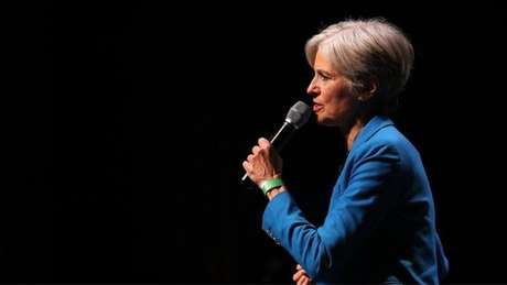 Jill Stein iniciou uma campanha para arrecadar os US$ 7 milhões necessários para pedir a recontagem em três Estados