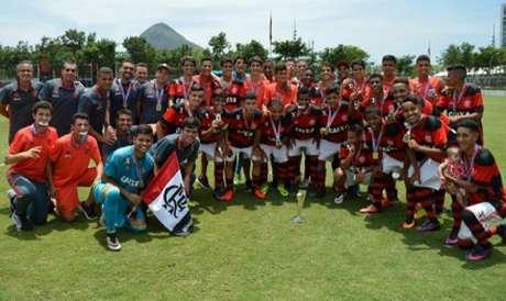Jovens do Flamengo vibram com conquista (Marcos Faria/Divulgação)